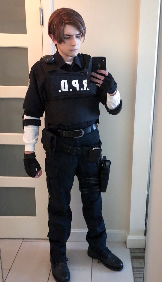 Leon Kennedy Costume Overview For Cosplayers And Gamers Resident